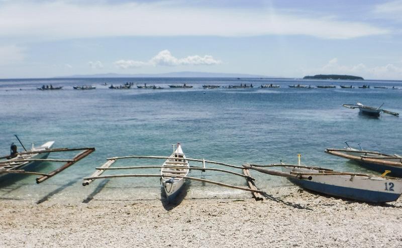 オスロブの海とバンカーボート