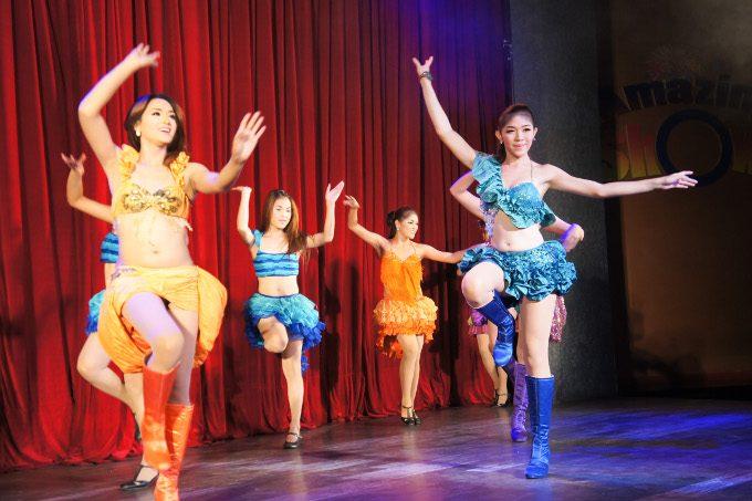 アメージングショーの華やかなダンス
