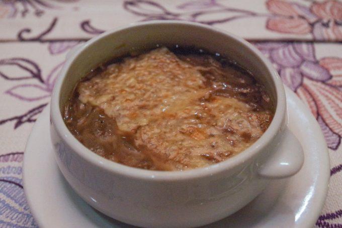 シャトーデブサイのオニオングラタンスープの写真
