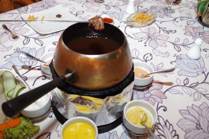 シャトーデブサイの牛肉のフォンデュの写真