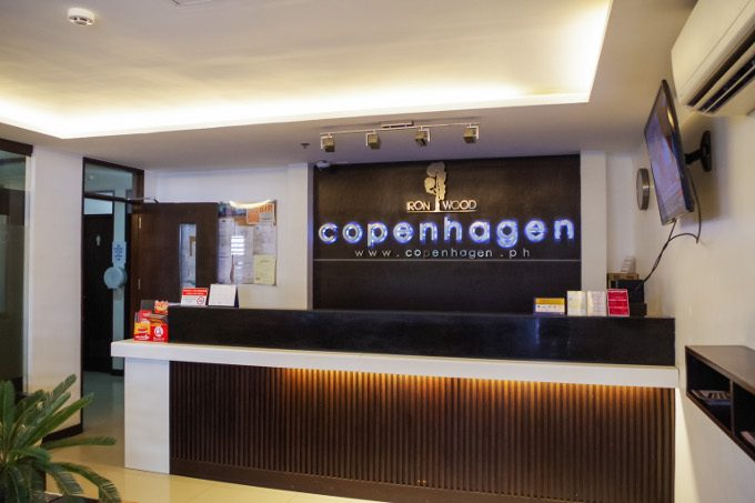 ホテルコペンハーゲンレジデンスの受付カウンター
