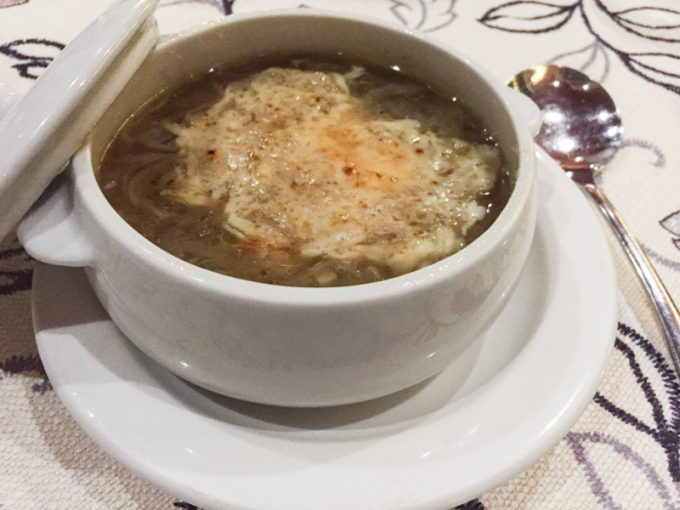 セブ島シャトーデ・ブサイのオニオングラタンスープ