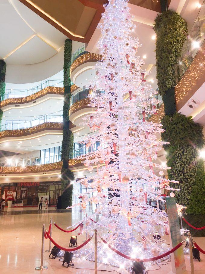 ロビンソンガレリア内のクリスマスツリーの写真