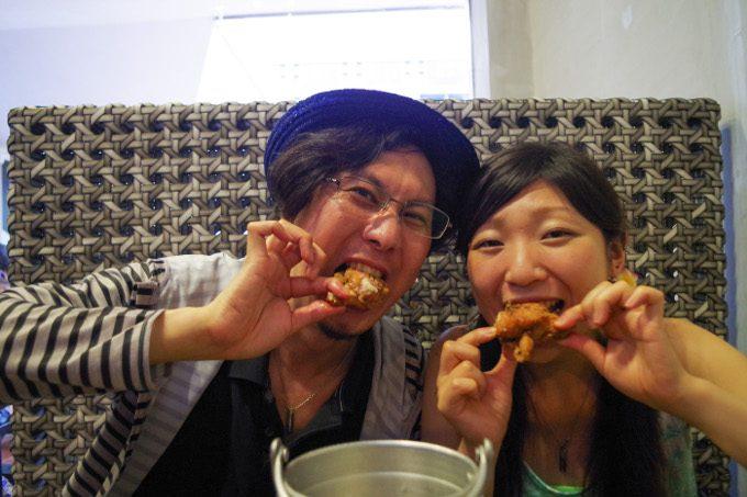 バローでチキンを食べている様子がイメージできる写真