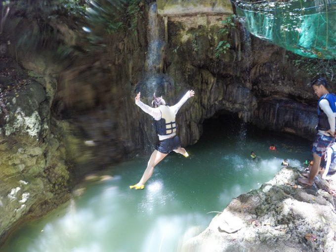 ダイナミックツアーでジャンプしている写真
