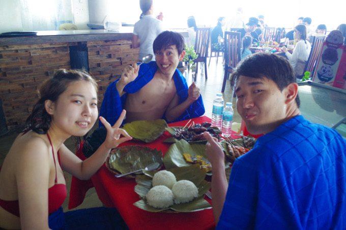 ナルスアン島での食事