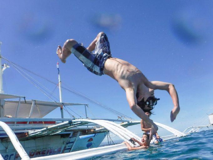 ヒルトゥガン島ジャンプ