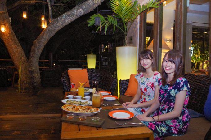 アンザニでの女子2名の夕食の写真