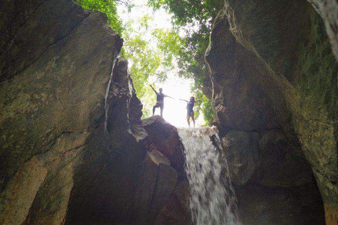 滝の上での写真