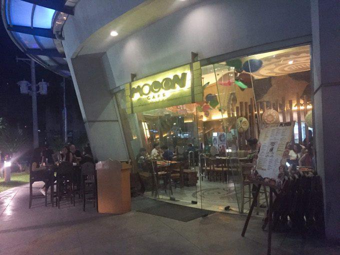 ムーンカフェのテラス席がイメージできる画像