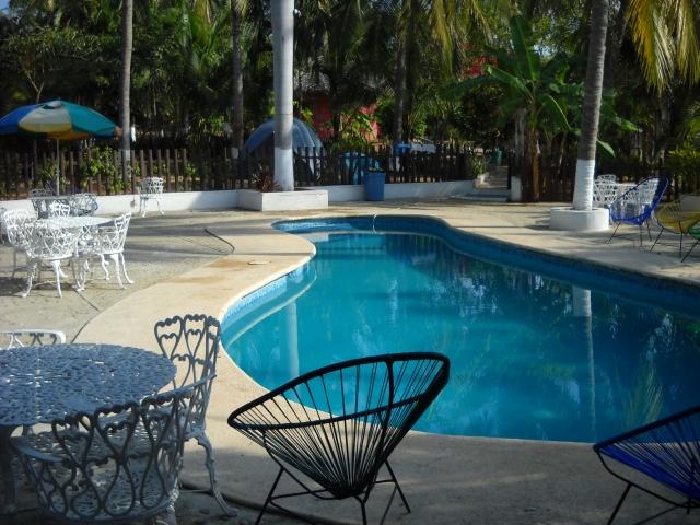 民泊で活用できるプライベートなプール付きの家がイメージできる画像