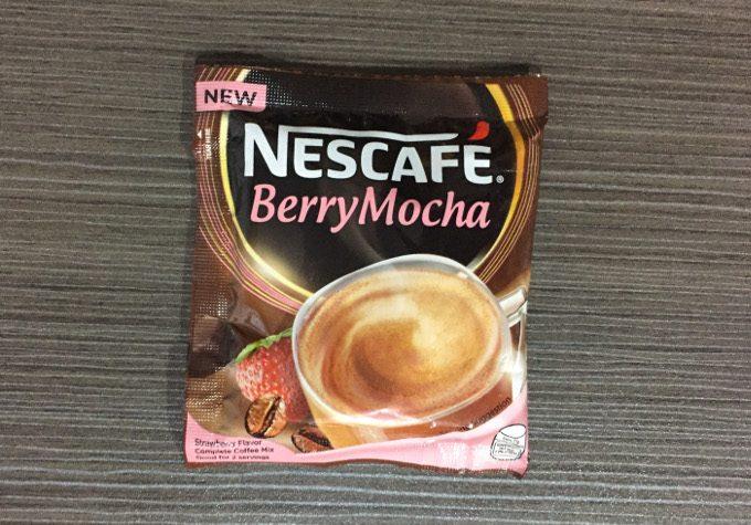 ネスレのベリーモカ味の粉末コーヒーの写真