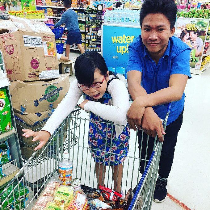 韓流アイランドホッピングのスタッフとショッピングした写真2