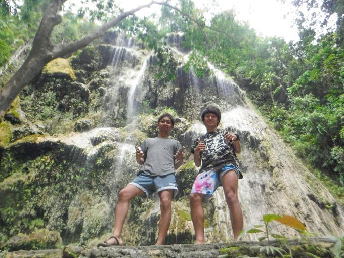 神秘のツマログ滝での記念写真