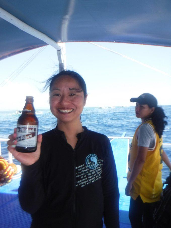 飲み放題のビールを楽しむイメージができる写真