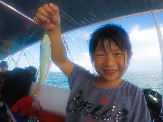 韓流ホッピングで釣った魚と記念写真