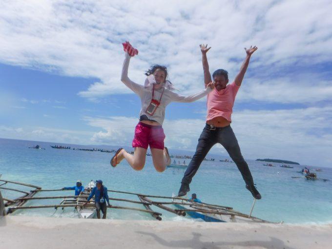 ESTE Japanのスタッフとジャンプショットしている写真