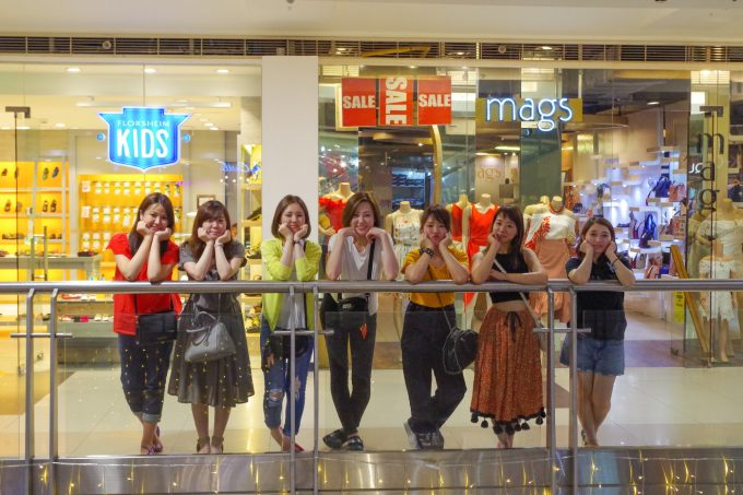 7人の女性のお客様の写真