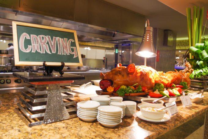 バイホテルのビュッフェのフィリピン料理ステーションの写真