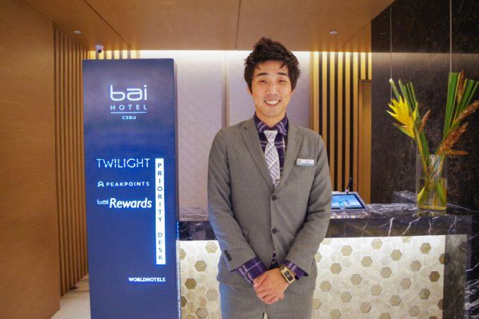 バイホテルの総支配人のジェイ・キムさんの写真