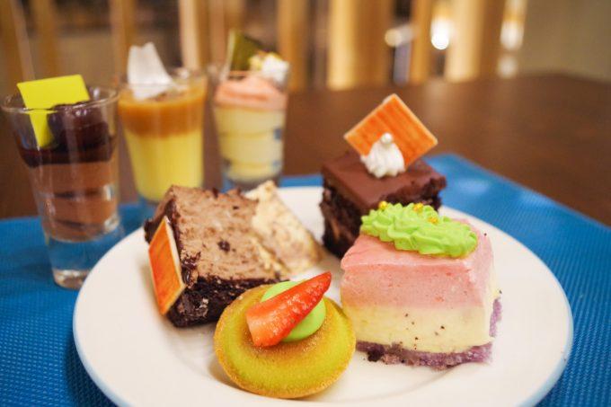 バイホテルのデザートの種類が分かる写真