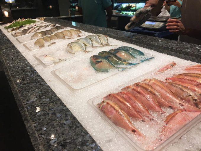 イスラ・スグボで食材が並べられている写真