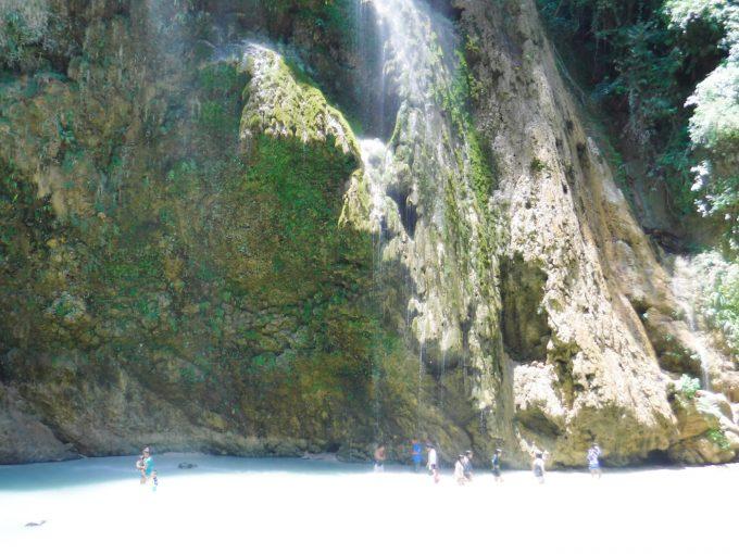 ツマログ滝の引きの写真