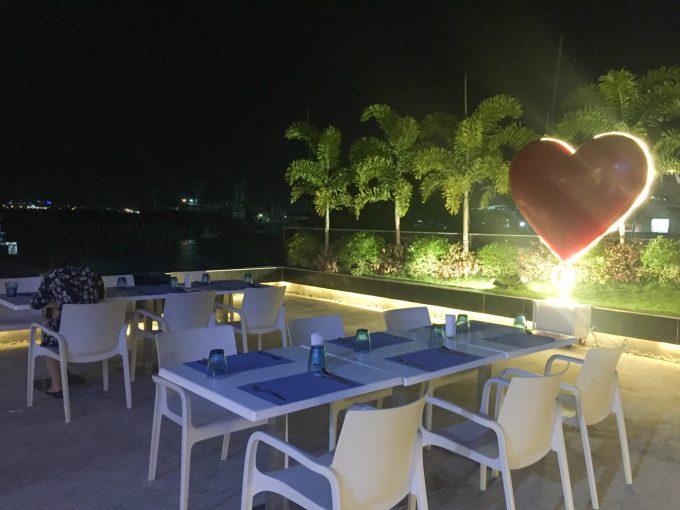 マリーナシービューの海辺の席の写真