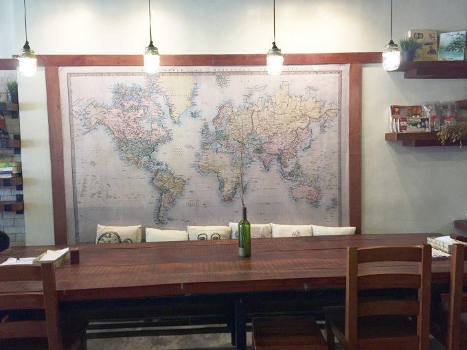 ヨークコーヒーの異なる壁のデコレーションの写真