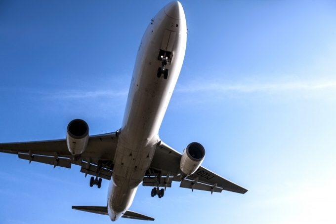 到着がイメージできる飛行機の写真