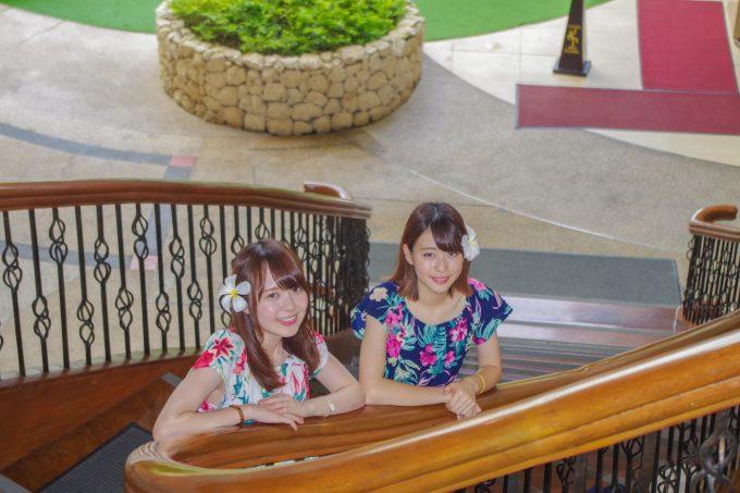 シャングリラホテルの階段での記念写真