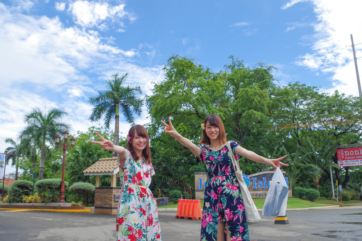 セブ旅行を満喫している女性2人の写真