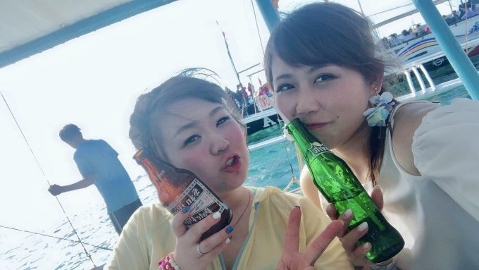 サンセットホッピング参加の女性2人の写真