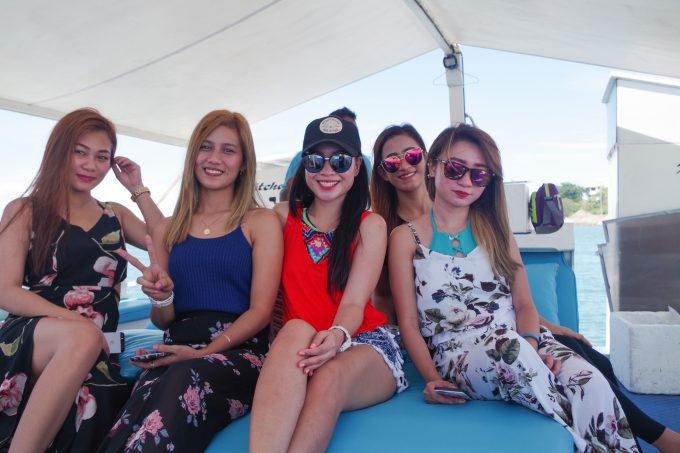 フィリピン女性5人の写真