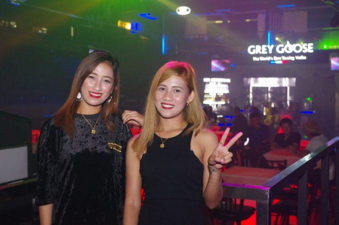 リブスーパークラブでの女性2人の写真