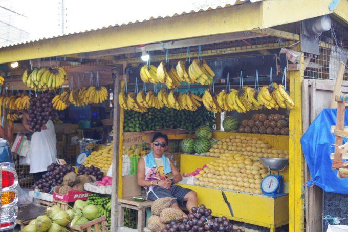 ローカルのマンゴー売り場の写真