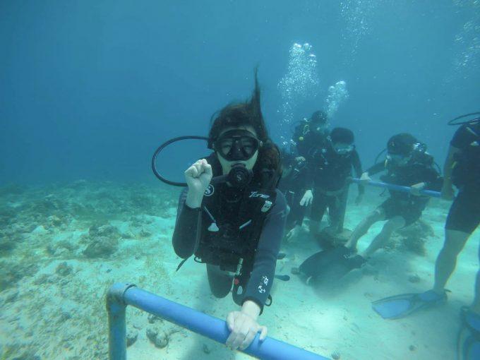ダイビングをしている女性