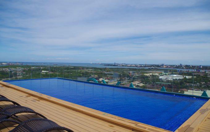 マアヨーホテルの屋上のプール