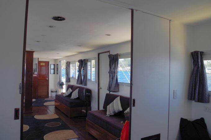 ラグジュアリーボートの室内