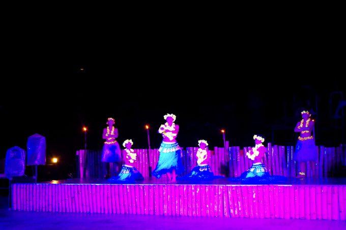 スカイウォーターパークのナイトショーのダンス