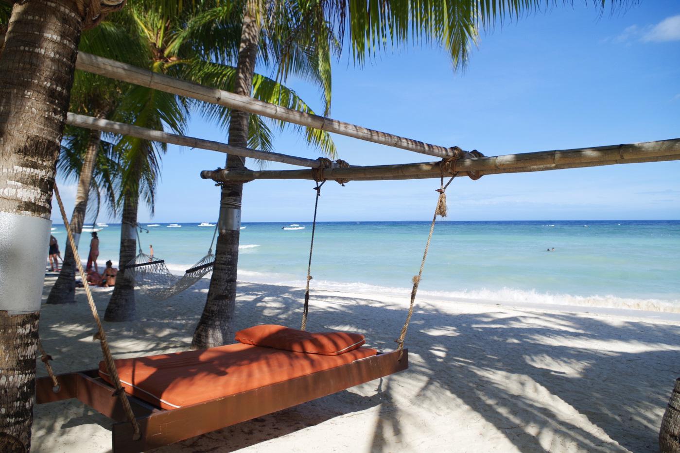 サウスパームホテルのビーチにあるハンモック型ベッド