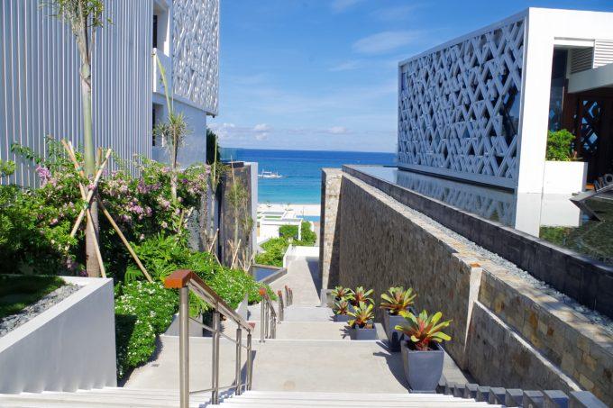 クリムゾン・ボラカイのビーチへ行く階段