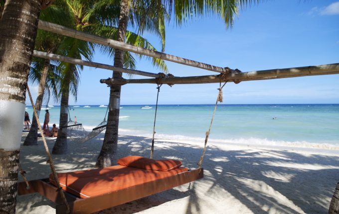 サウスパームホテルのビーチにあるハンギングベッド