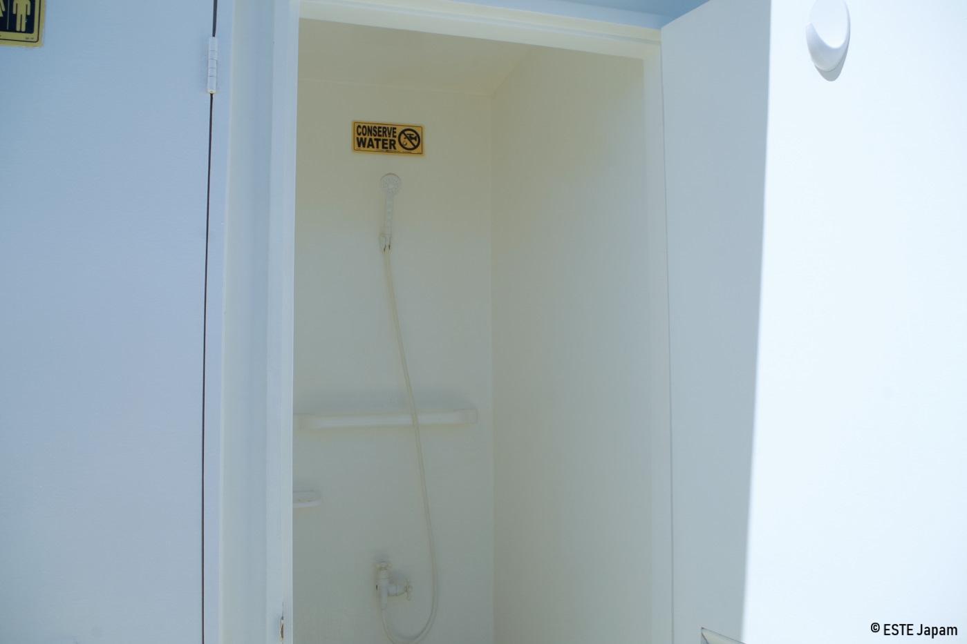 ラグジュアリーボートのシャワールーム
