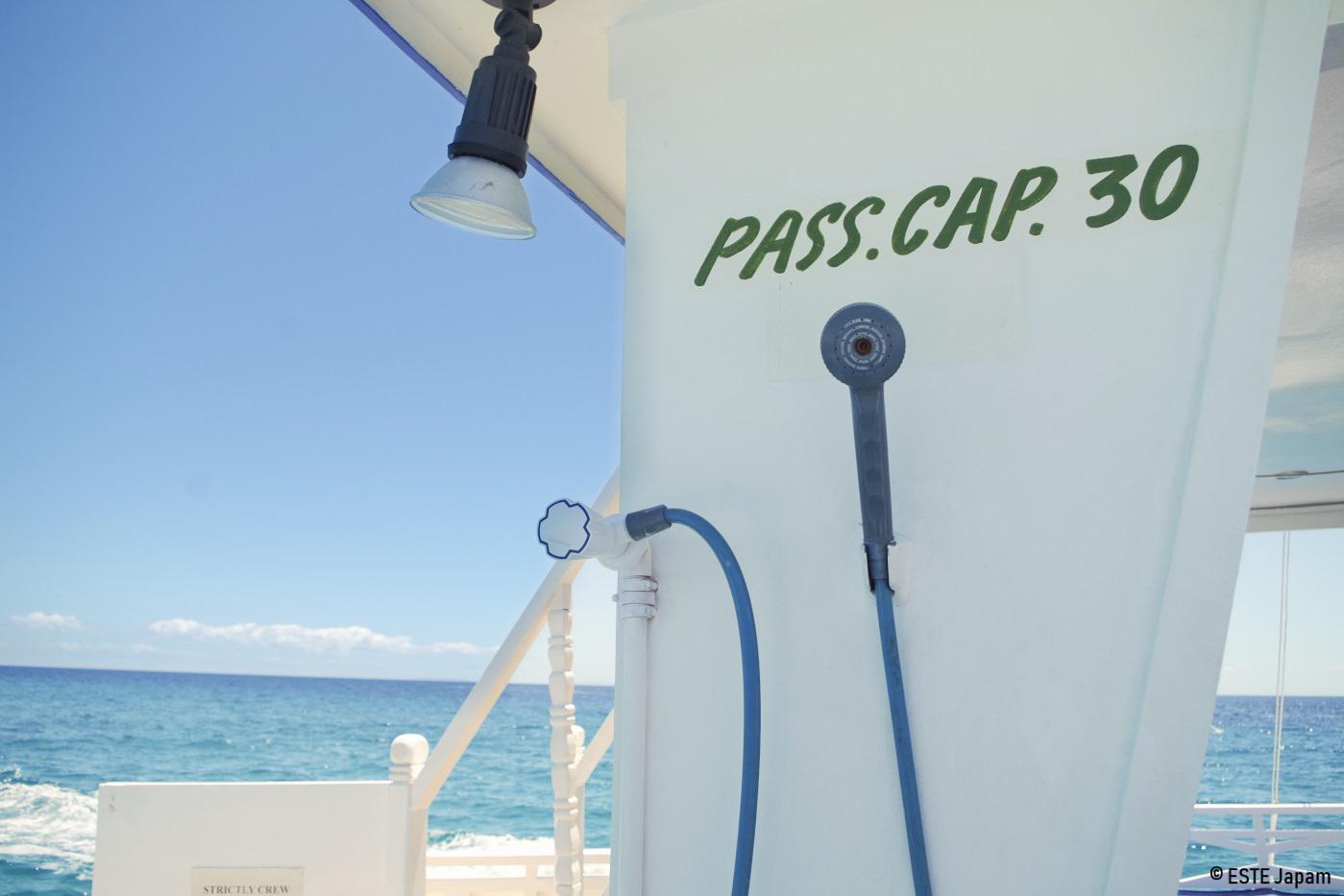 ラグジュアリーボートの外付けシャワー