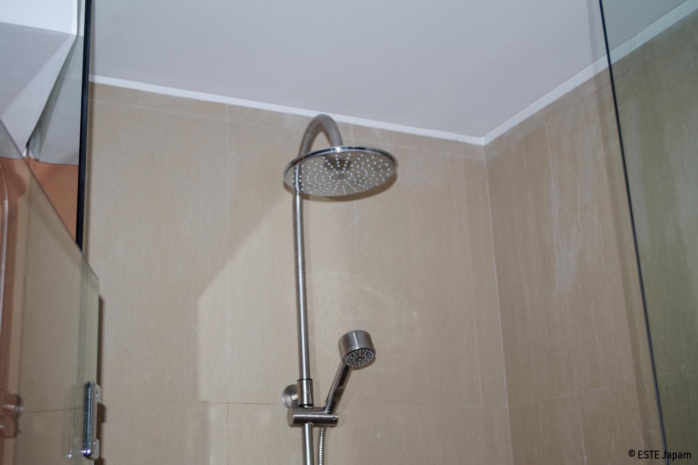 クリムゾンホテルのシャワー