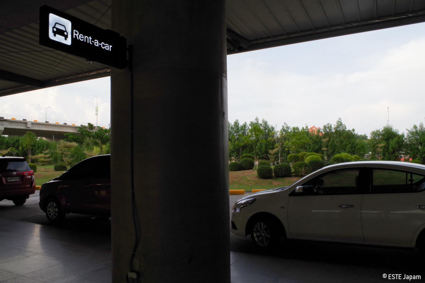 空港のレンタカー