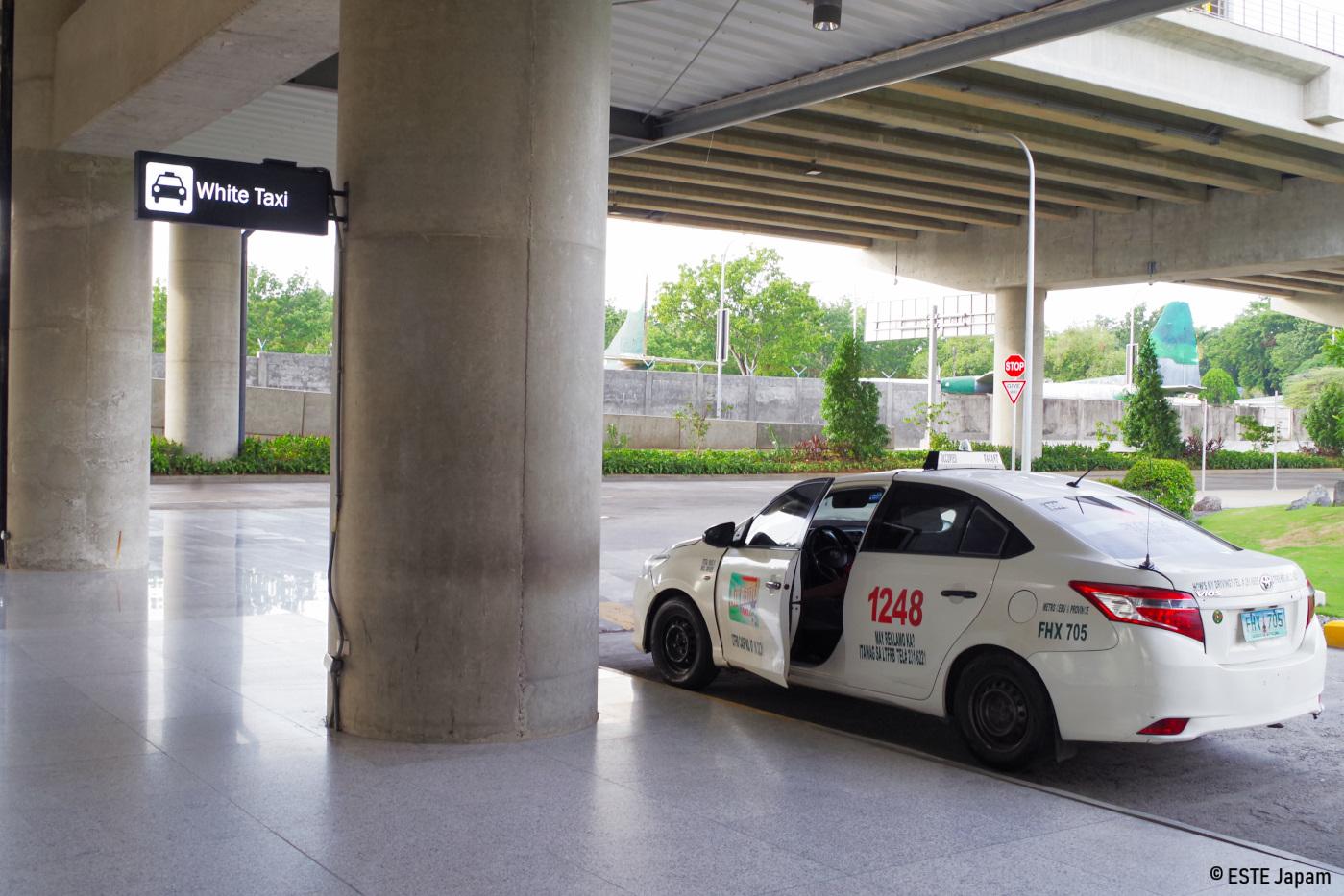 白のタクシープール