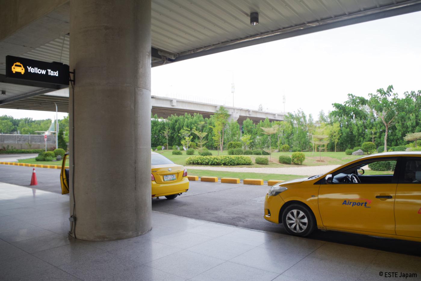黄色のタクシープール