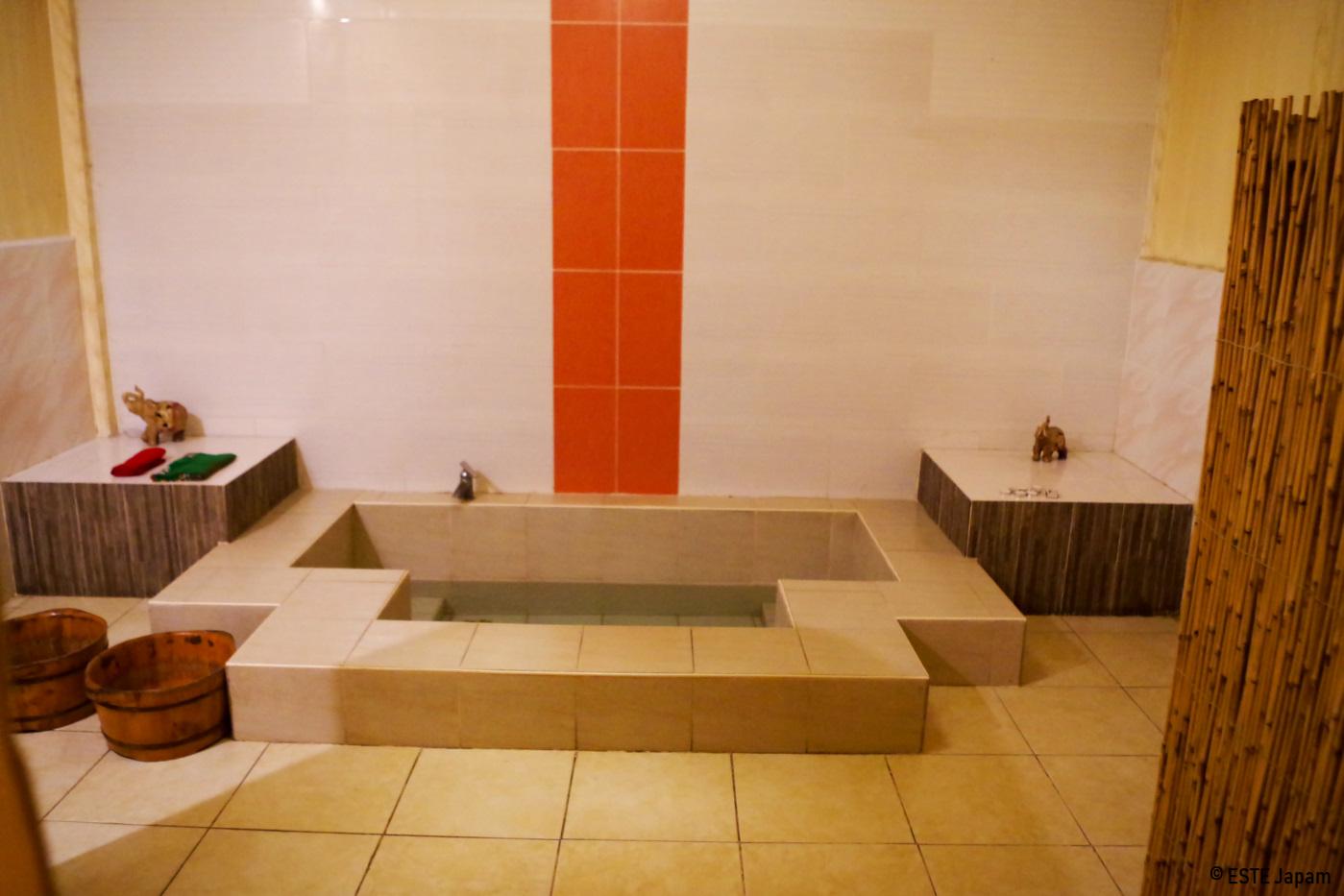 マリガヤスパの室内風呂